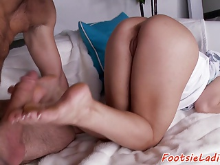 Bigass babe footworshiped and pounded