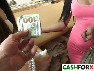 Victorias Webb spreads wide for some bucks